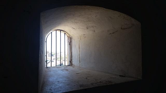 prison-726662_640