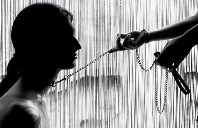 """Gli """"slave"""" di Lady Leyla raccontano il piacere della"""