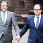uomini mano nella mano Olanda