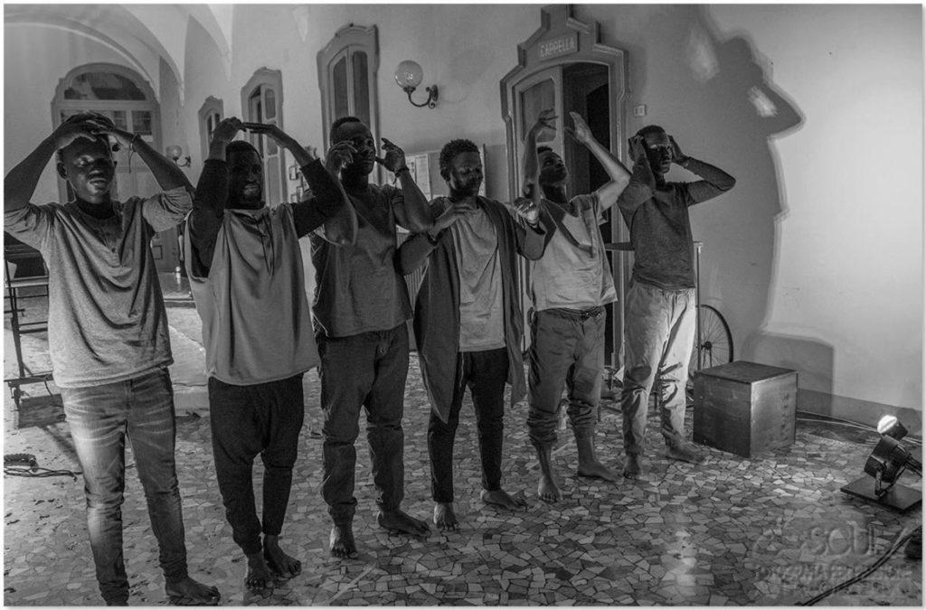 Ragazzi migranti cooperativa Combinazione Busto Arsizio