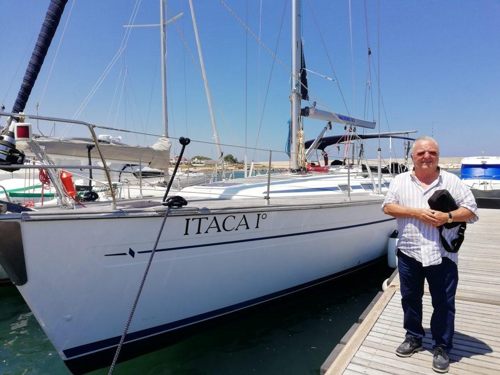 Alfonso Casale Telcom spa con barca a vela Itaca al porto di Ostuni