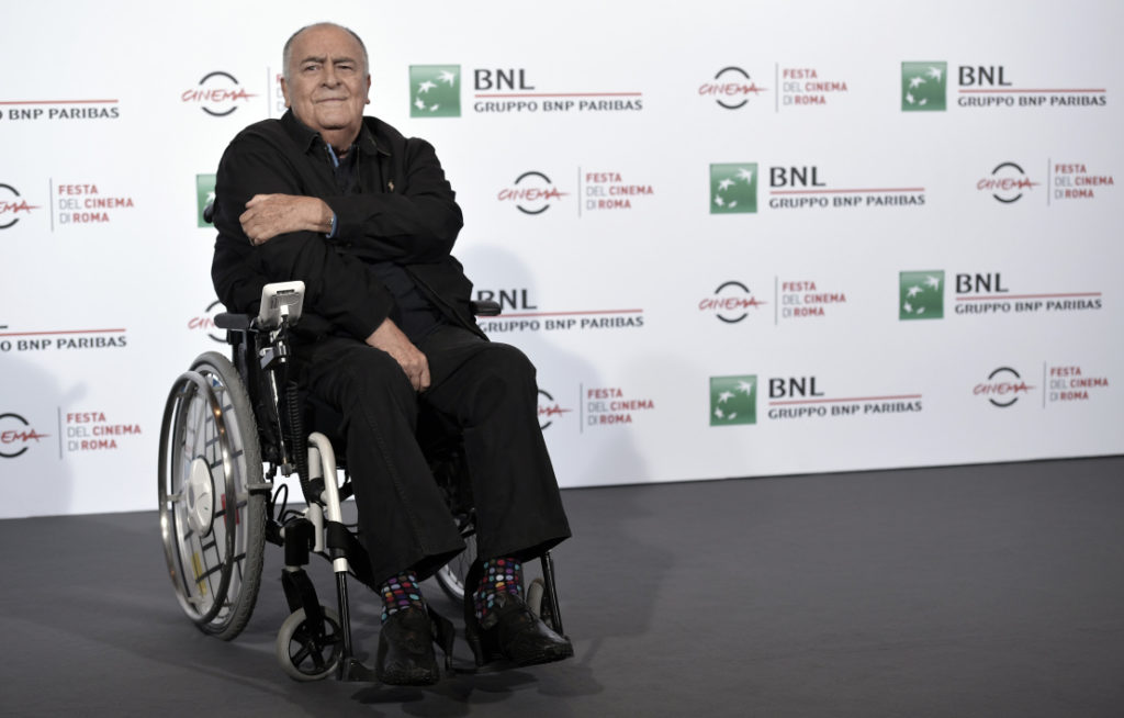 Bernardo Bertolucci in carrozzina