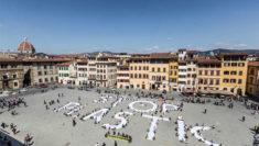 """""""Stop Plastic"""", Greenpeace e studenti in piazza per la più grande emergenza ambientale Firenze"""