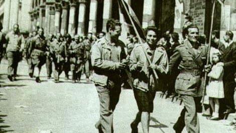 25 aprile festa della liberazione partigiani sfilano
