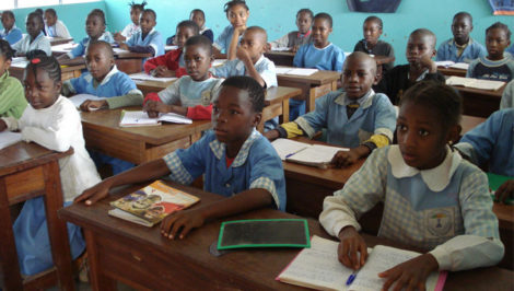 Ebolowa Camerun banchi di scuola