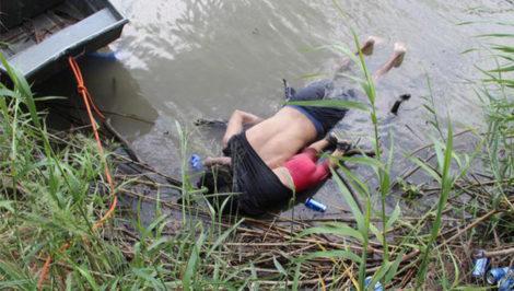 Messico foto padre e figlia annegati confine America migranti