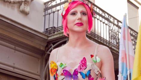 intervista a drag queen Carla Stracci, nome d'arte di Niccolò Angelini di Arcigay Pavia Coming-Aut.