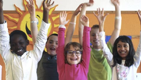 #Donafuturo Con Mani Tese, il Giorno del Dono contro l'abbandono scolastico progetto Tutti in Classe