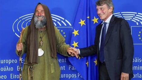 lettera di Fratel Biagio Conte, appena consegnata al presidente del parlamento europeo David Sassoli Strasburgo