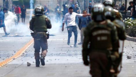 Cile, stato d'emergenza, presidente Piñera rispetti i suoi obblighi in materia di diritti umani - Foto Amnesty International