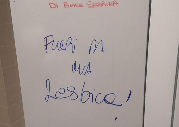 Fuori da qua lesbica: scritta omofoba ospedale Manzoni Lecco