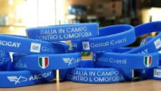 Braccialetti Italia in campo contro omofobia arcigay