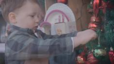 """Be a Kid This Christmas"" dal Galles l'augurio di Natale più emozionante Thomas Lewis Jones Hafod Hardware"