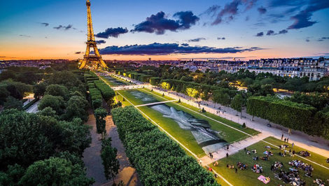 Saype Beyond Walls Paris Champ de Mars France
