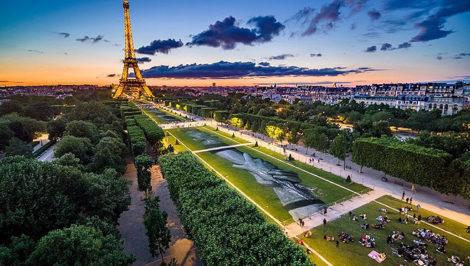 Saype Beyond Walls Paris Champ de Mars France