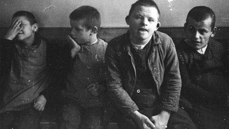 olocausto delle persone con disabilità programma Aktion T4 - bambini con sindrome down - wikipedia