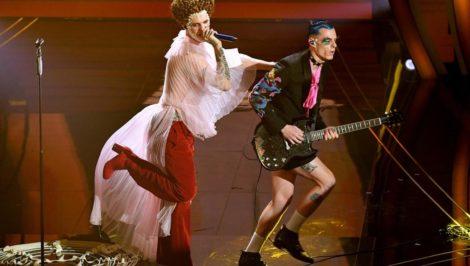 Sanremo Achille Lauro Me ne frego Elisabetta I con Boss Doms 2020