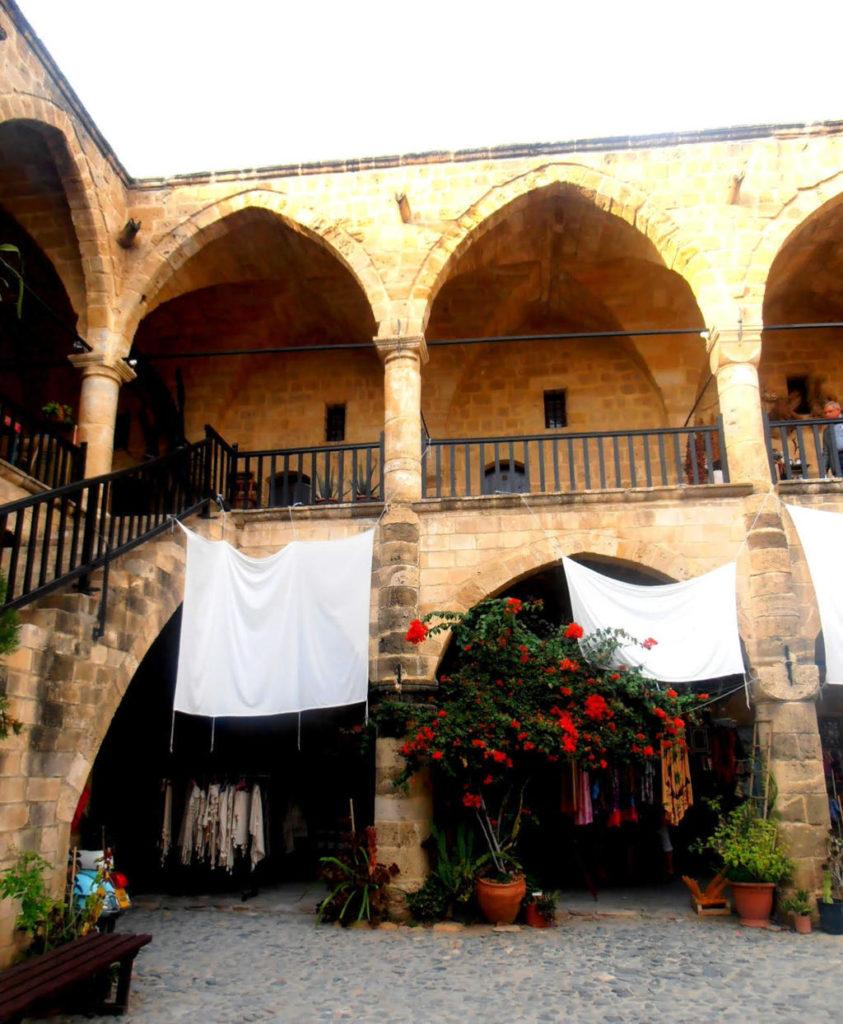 Dettaglio del cortile di Buyuk Khan, Nicosia, Cipro del Nord