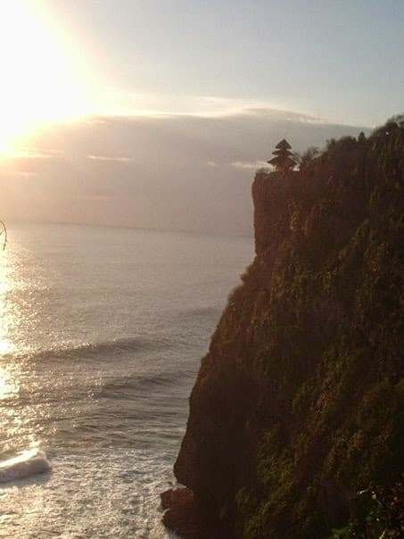 Scogliera su cui è costruito Pura Luhur Ulu Watu, Bali, Indonesia.