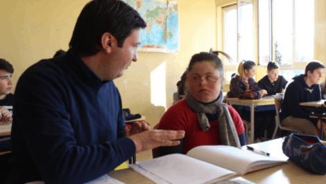 La scuola è iniziata, ma non per tutti. Ecco cosa manca agli studenti con disabilità secondo AIPD studenti sindrome di down