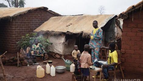 UNHCR NELLA FOTO Una famiglia fa colazione nel sito PK3 per gli sfollati interni nella Repubblica Centrafricana