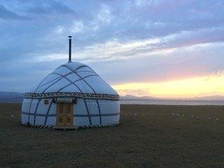 Yurta kirghiza al tramonto, lago Son Kul - Kirghizistan