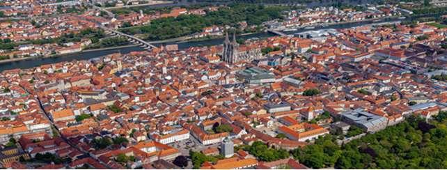 Veduta panoramica di Ratisbona. Al centro si vede il Duomo e il Ponte di Pietra sul Danubio