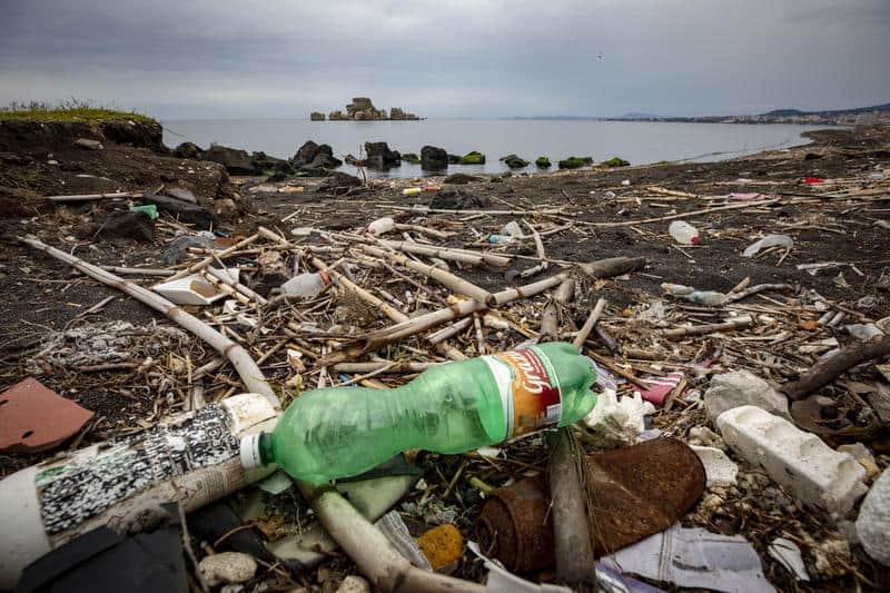 Plastic Radar Greenpeace riparte per segnalare i rifiuti che inquinano spiaggie, mari e laghi
